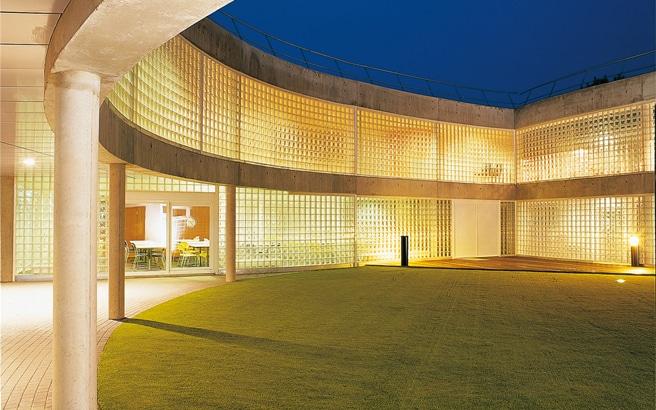 Ecole de foot du RCStrasbourg, panneaux de briques de verre