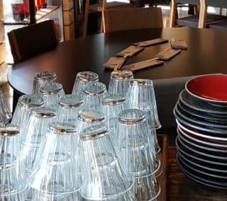 Mugs Zinc dans restaurant